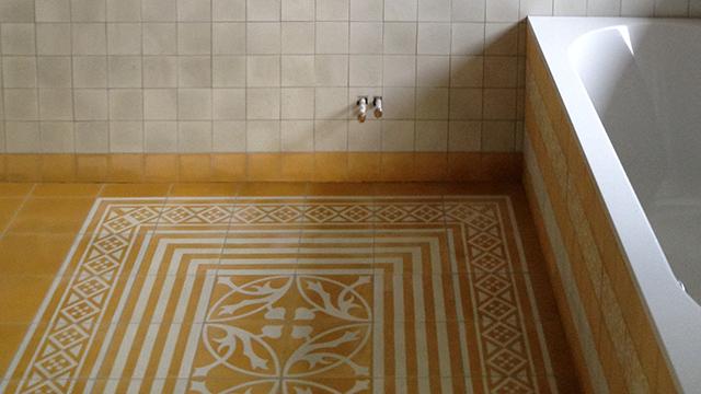 Badkamertegels Met Motief : Tegelwerk met portugese tegels in badkamer in harderwijk